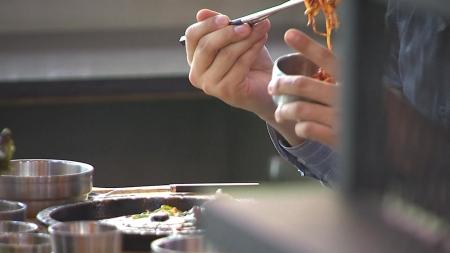'혼밥'하면 살찐다…170cm 기준 몸무게 1.2kg 더 나가