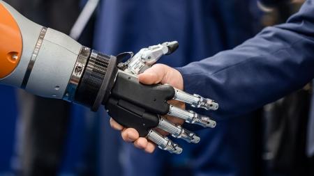 [과학돋보기] 인간과 로봇은 공존할 수 있을까?
