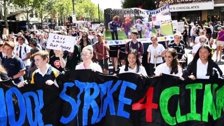 """""""기후변화 막자""""…전세계 학생 금요일 등교거부 시위"""