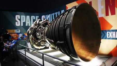 아폴로 우주선을 달에…새턴 5 로켓 실물 전시