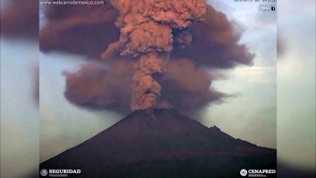멕시코 화산 분화…화산재 4km 상공까지 솟구쳐