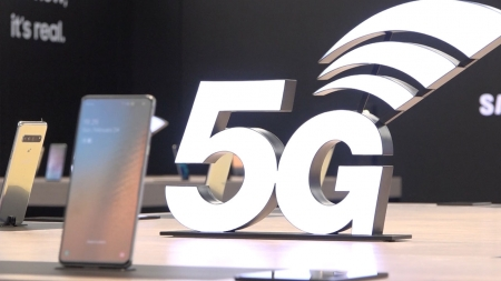 SKT, 갤S10 5G·V50 공시지원금 인하