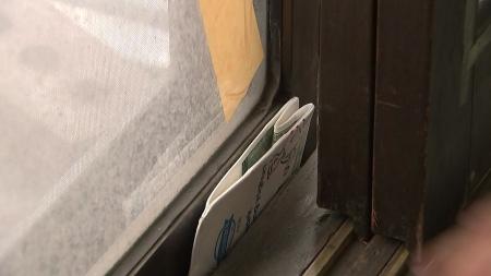 """""""창문 틈에 우유갑 끼우세요""""...강풍 피해 예방법"""
