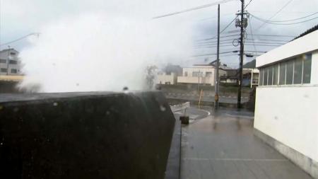 비껴간 10호 태풍...해안 강풍, 영동 200mm 호우