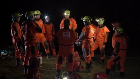 슬로베니아 동굴로 간 우주비행사들