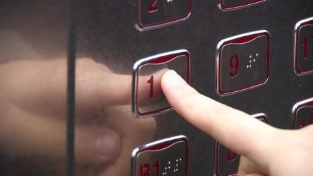 엘리베이터 버튼·스마트폰에 '병원균 득실'...손끝 감염 주의
