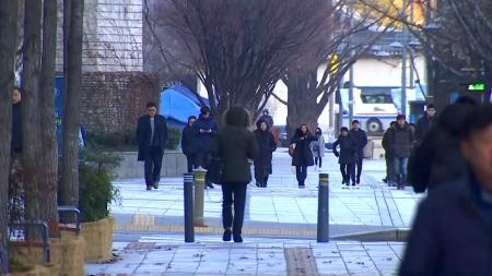 칼바람 쌩쌩, 기온 뚝...파주 -8.2℃, 서울 -4.9℃