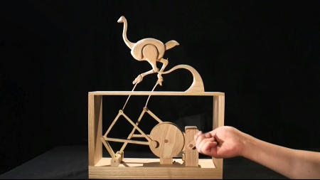 [줌 인 피플] 과학적 원리와 예술적 상상력의 만남…움직이는 나무인형 '오토마타'