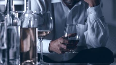 [내 몸 보고서] 숙면 하려고 한두잔 마신 술, 치명적 중독될 수 있다