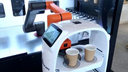 로봇이 제조부터 서빙까지...무인 로봇 카페 30곳 생긴다