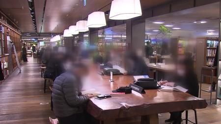 """서울시민 64% """"이달 19일 생활방역 전환 시기 상조"""""""