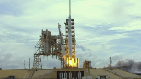 美 스페이스X '유인 우주선' 발사, 기상 악화로 연기 가능성