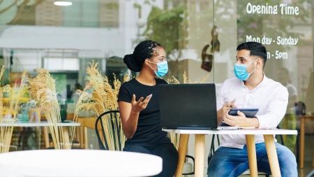 """[코로나19 브리핑] """"카페·식당에서도 되도록 마스크 써달라""""…감염 위험 줄일까?"""