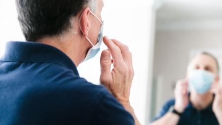 [사이언스 취재파일] 코로나19 중증 환자 급증 '비상'…나이 많은 남성 위험하다?