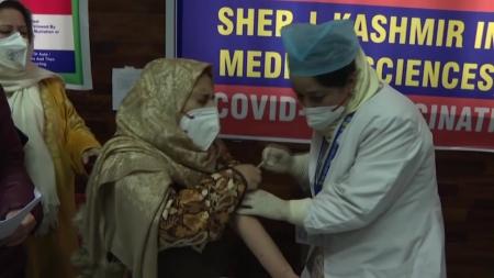 인도, 코로나19 백신 접종 시작부터 차질...앱 오류에 효능 불신 탓