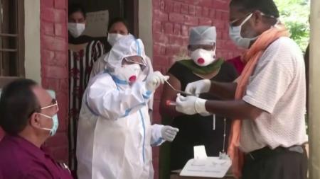인도에서 코로나19 '이중변이' 발견...전염력 조사