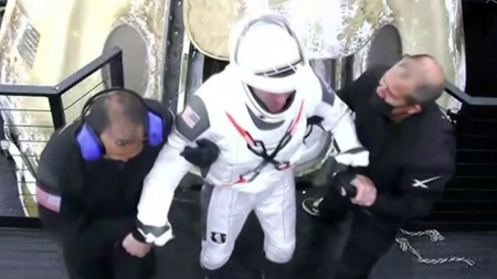스페이스X, 우주인 4명 태우고 야간 해상 귀환