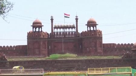 인도 지방정부, 속속 '봉쇄령' 도입...확진자수는 이틀째 줄어