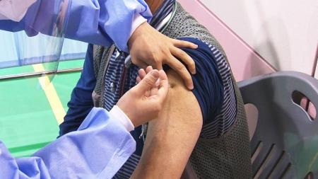 오늘부터 65세 이상 백신 예약...실제 접종은 만여 건