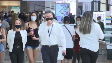 미국 곳곳에서 실내 마스크 착용 의무화