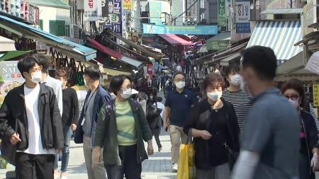 """[코로나19 브리핑] 거리 두기 2주 연장…""""이번 달부터 일상회복 준비"""""""
