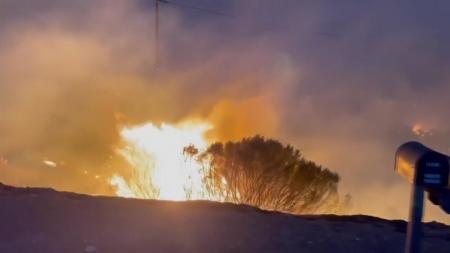 美 캘리포니아 산불 강풍 타고 번져...도로 폐쇄·단전