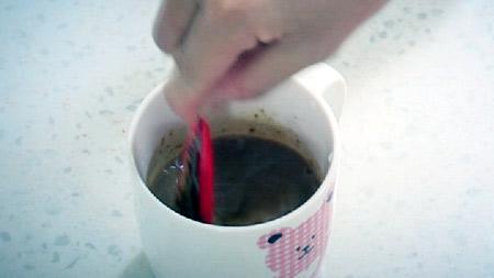 스푼 대신 커피믹스 봉지로? 안돼!!