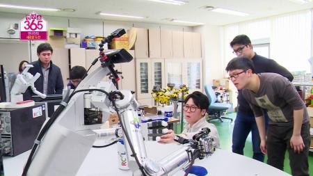 사람을 닮은 양팔 로봇 <br>- 한국생산기술연구원 로봇 인지 제어연구팀